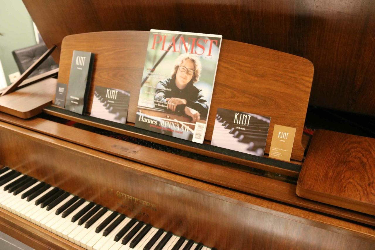 At-One Piano met muziekant